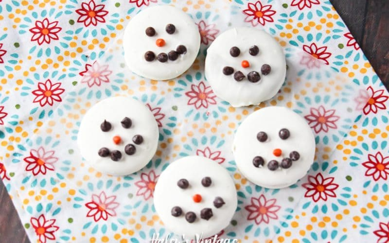How to Quickly Make Snowman OREOs – Cute Treat for Kids